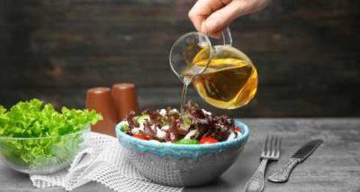 vinagre sendo utilizado na comida